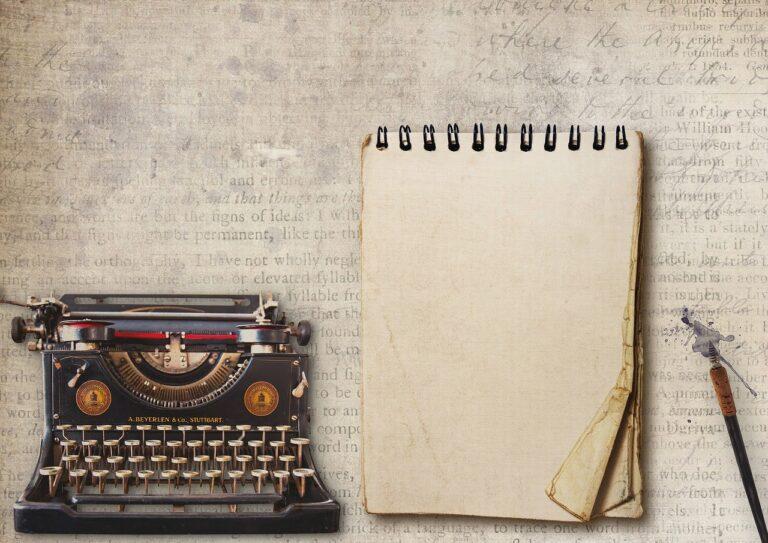 Vintage Typewriter Writing Pad Pen  - DarkmoonArt_de / Pixabay